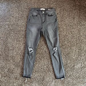 Gray distressed knee jeans
